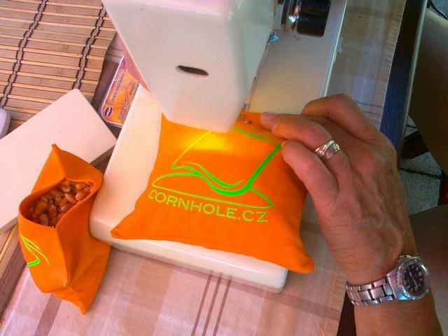 Výroba Cornhole sáčků